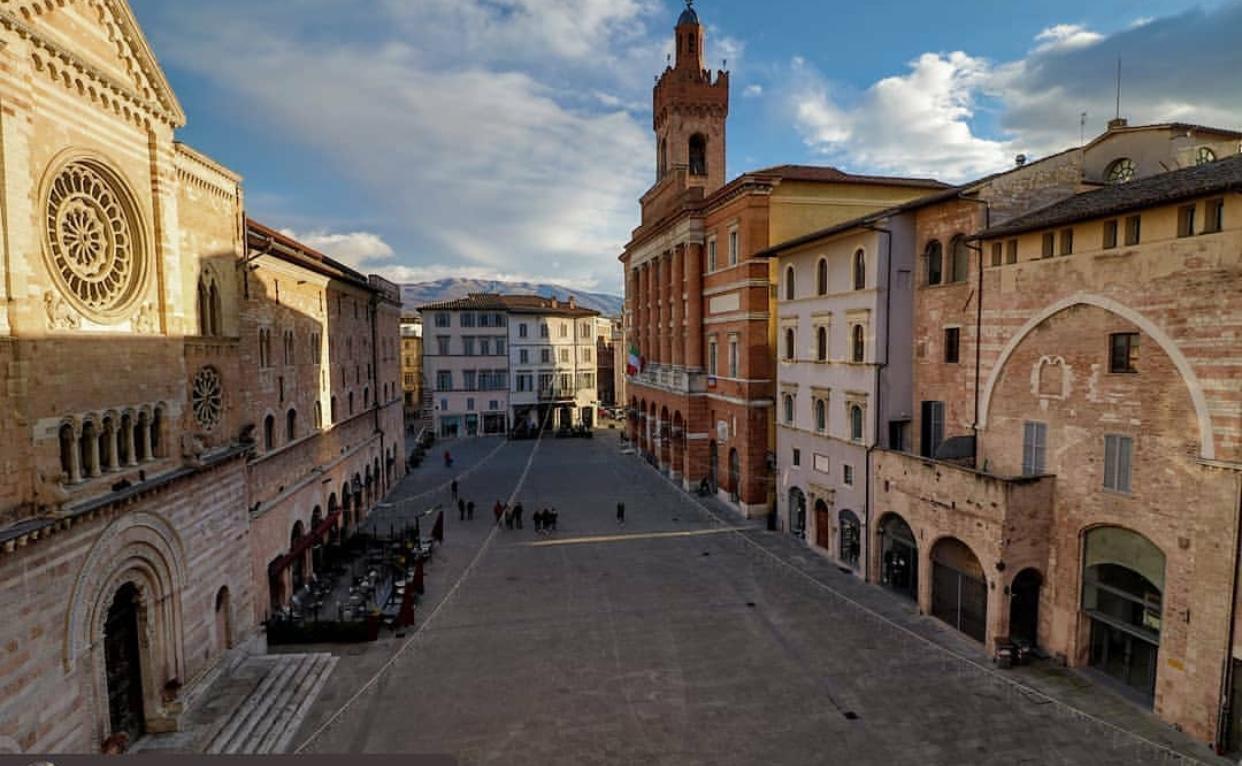 Umbria Tour dei Borghi e Giostra della Quintana